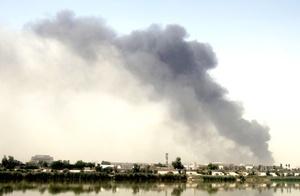 Dos camiones bomba estallaron frente a los Ministerios de Exteriores y Finanzas en el centro de Bagdad, mientras una tercera explosión ocurrió en el barrio Baiyaa y una cuarta frente a la Universidad de Al Mustansariya.