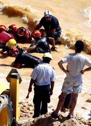 El desprendimiento de rocas, cuya causa se está investigando, se produjo en la playa María Luísa, enclavada en un acantilado y situada en Albufeira, en la turística región del Algarve.