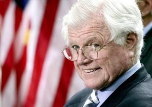 El senador Edward Kennedy, deja con su muerte una huella indeleble en la vida nacional, por su rara mezcla de idealismo y pragmatismo y su capacidad de forjar alianzas con rivales, afirmaron expertos.