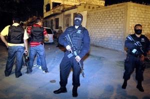 El secretario de Seguridad Pública de Chihuahua, Víctor Valencia, explicó que entre las hipótesis se indaga si las víctimas, tenían 'ligas con un grupo de la delincuencia organizada'.