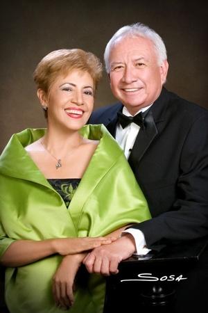 Sra. Ramona Salazar de Borroel y Sr.  Javier Borroel Luna, celebraron 40 años de casados. <p> <i>Studio Sosa</i>