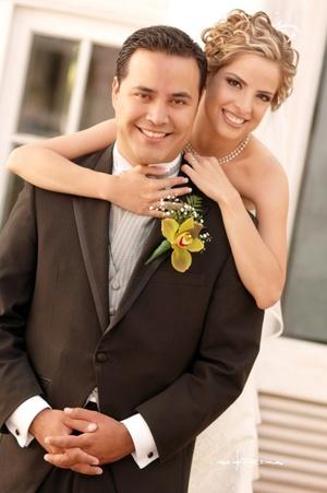 Con una bella celebración eucarística contrajeron matrimonio, CP. María Eugenia Macías Pérez de Tejada y Lic. Juan José Natera Morán, en la parroquia Los Ángeles el 23 de mayo de 2009, en punto de las 18:00 horas. <p> <i>Maqueda Fotografía</i>