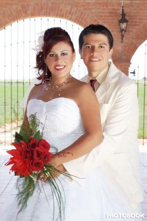 Lic. Maribel Muñoz Díaz e Ing. Gustavo Isaac Vite Adame, contrajeron nupcias, en la iglesia de Nuestra Señora de la Encarnación, el 11 de julio de 2009, en punto de las 13:00 horas. <p> <i> Photobook Fotografía</i>