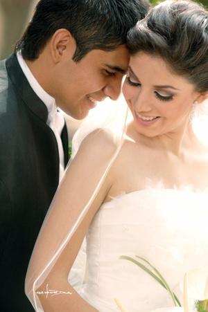 Srita. Celeste Aída Machain González y Alejandro Bobadilla Carrillo, unieron sus vidas en matrimonio. <p> <i>Maqueda Fotografía</i>