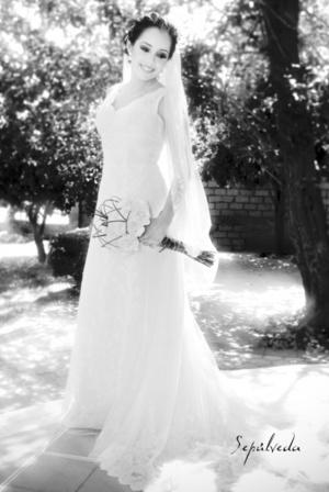 Srita. Perla Esmeralda del Río Díaz, el día de su boda con el Sr. Víctor Manuel Mena Sánchez. <p> <i>Estudio Sepúlveda </i>
