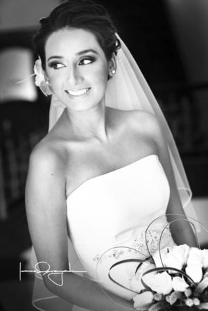 Srita. Diana Isabel Ibarra Morán, el día de su boda con el Sr. Víctor Manuel Marín Torres. <p> <i>Estudio Laura Grageda  </i>
