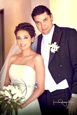 Srita. Diana Isabel Ibarra Morán y Sr. Víctor Manuel Marín Torres, unieron sus vidas en sagrado matrimonio, el pasado cuatro de julio de 2009, en la iglesia de la Encarnación, a las 20:00 horas.  <p> <i>Estudio Laura Grageda  </i>