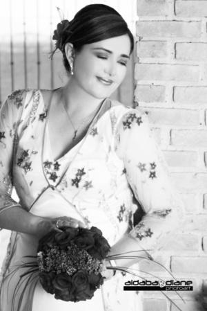 Srita. Carmina Celaya García, en una fotografía de estudio con motivo de su unión con el Sr. Gerardo Vallejo Moreno.  <p> <i>Aldaba & Diane Fotografía </i>
