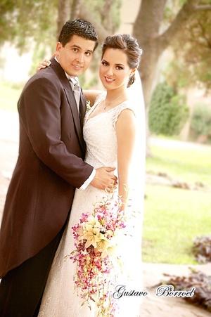 Lic. Selene Anguiano González e Ing. Jorge del Bosque Alba, contrajeron sagrado matrimonio en la iglesia de la Encarnación, el pasado 20 de junio de 2009, en punto de las 20:00 horas.  <p> <i>Gustavo Borroel Fotografía</i>