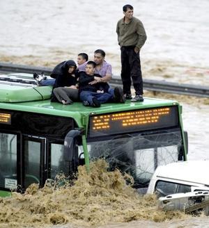 Unas mil 700 viviendas y oficinas resultaron dañadas por las aguas en Silivri, ciudad cercana a Estambul.