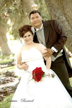 Srita. Leila Patricia Achem García y Sr. Emilio Muñoz Ruiz, contrajeron matrimonio en la Catedral de Nuestra Señora del Carmen, el 20 de junio de 2009, ante el Pbro. Antonio Mata.  <p> <i>Gustavo Borroel Fotografía</i>