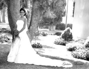 Lic. Marcela Monserrat de la Cruz Seseñas el día de su boda con el Lic. LuisÁngel Robles García. <p> <i>Gustavo Borroel Fotografía</i>