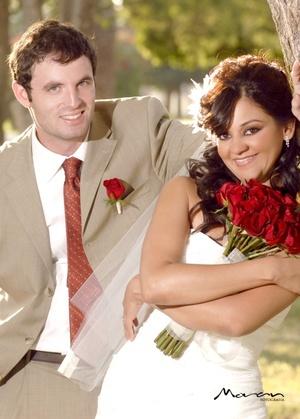 Contrajeron matrimonio, Srita. Iliana Garza Piñera y Sr. Patrick Corcoran, en la iglesia de San Pedro Apóstol, el 25 de julio de 2009, en punto de las 20:30 horas.  <p> <i>Estudio Morán</i>
