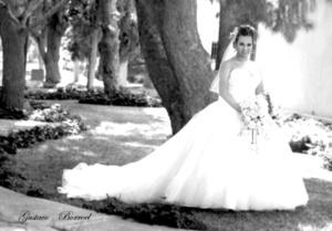 Srita. Rosa Guadalupe Salinas Romero unió su vida a la del Sr. Onasis Édgar Gómez González. <p> <i>Gustavo Borroel Fotografía</i>