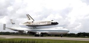 El viaje de retorno a Florida incluyó un vuelo desde Edwards al Aeropuerto Internacional Rick Husband en Amarillo, Texas; otro a la Estación Aérea Naval de Fort Worth, también en Texas, y uno más hasta la Base Barksdale de la Fuerza Aérea en Shreveport, Luisiana.