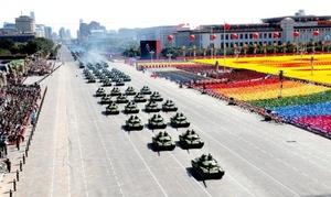 Los más modernos tanques, misiles, y cazas del Ejército de Liberación Popular chino (ELP) desfilaron por la avenida Chang An en el centro de Pekín, y frente a la plaza de Tiananmen, en el principal acto de celebración del 60 aniversario del régimen comunista.