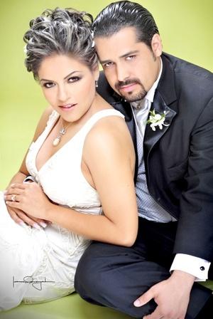 Dra. Julia Elena Cisneros Pérez y el Dr. Luis Gerardo Guerrero Treviño contrajeron matrimonio el viernes 16 de octubre de 2009. <p> <i>Estudio Laura Grageda</i>
