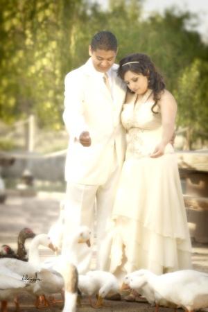 Lic. Lilia Beatriz Alvarado Arellano y Lic. Edgardo Marín Díaz contrajeron matrimonio civil el sábado cuatro de julio de 2009.  <p> <i>Estudio José Luis Velázquez</i>