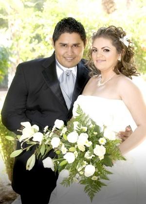 Lic. Jacqueline Navarrete Jáuregui e Ing. Joel Luis Alba Rodríguez unieron sus vidas en sagrado matrimonio, en la Catedral del Carmen, el 14 de agosto de 2009, en punto de las 18:30 horas.