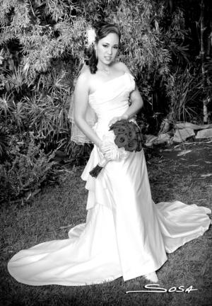 A.E.B. Joana Villalobos Rosales, el día de su boda con el Ing. Julio César García Cisneros. <p> <i>Studio Sosa</i>