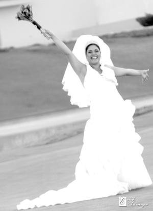Srita. Natalia María Acevedo Ramos, el día que unió su vida a la del Sr. Carlos Ortiz Pong.  <p> <i>Érick Sotomayor Fotografía</i>