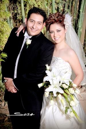 Ing. Argelia Arlet Franco Carrillo y M.C. Rafael Zamora Barrientos unieron sus vidas en sagrado matrimonio en la parroquia de San Juan de los Lagos, el sábado diez de octubre de 2009. <p> <i>Studio Sosa</i>