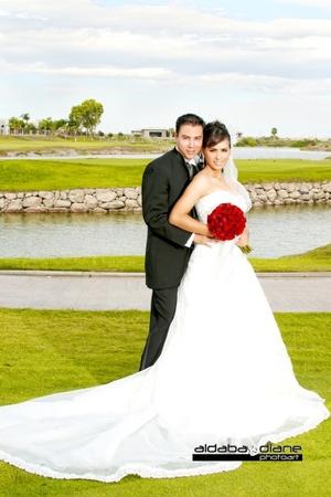 Ing. Érika Yasmín Hernández Ríos e Ing. Enrique Israel Campos Chávez contrajeron matrimonio en la parroquia del Inmaculado Corazón de María el sábado diez de octubre de 2009.  <p> <i> Aldaba & Diane Fotografía</i>