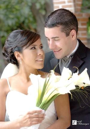 Contrajeron matrimonio, Srita. Hilda Berenice Escobar Luévanos y Sr. Stefano Olivero, en el Hotel Fiesta Inn, el 17 de octubre de 2009.  <p> <i>Érick Sotomayor Fotografía</i>