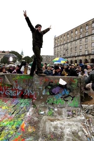 El decano del Colegio Cardenalicio, Angelo Sodano, aseguró que el Papa Juan Pablo II (1978-2005) y los cristianos europeos fueron fundamentales en la caída del Muro de Berlín.