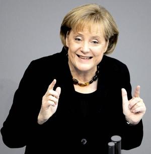 La primer ministro de Alemania, Angela Merkel, es también la fémina número 15, por encima de Hillary Clinton y de la más rica del espectáculo, Oprah Winfrey.