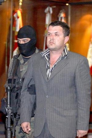 Quien no puede pasar desapercibido de esa lista es Joaquín Guzmán, El Chapo, quien figura en el sitio 41 de la lista.