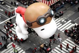 Para Snoopy será su 34 aparición en el Desfile de Acción de Gracias, mientras que, Pillsbury Doughboy, una mascota de una compañía de productos de panadería, debutará en esta cabalgata que marca el inicio de la temporada navideña.