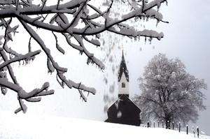 Con la llegada de la nieve a Alemania se inició el caos vial y los accidentes de carretera en muchos puntos conflictivos durante las horas pico, en especial cuando los alemanes acuden a sus centros de trabajo.