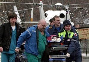 Las autoridades se dedicaban a identificar cuerpos y las ambulancias transportaban a más de 130 heridos a aviones que esperaban en el aeropuerto para llevarlos a hospitales de Moscú.