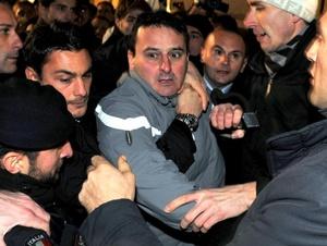 Massimo Tartaglia, el hombre que agredió al primer ministro italiano Silvio Berlusconi al término de un mitin en Milán, aseguró que actuó 'en solitario' y que no es el 'asesino de nadie'.