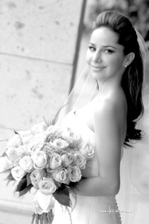 Srita. Alejandra Barraza Madero captada el día de su boda con el Sr. Kerim Oezkaragil. <p> <i>Maqueda Fotografía</i>