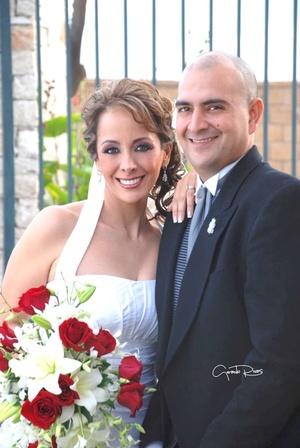 Lic. Ana María Chibli Macías y Lic. Víctor Hugo Morales Juárez unieron sus vidas en sagrado matrimonio, en la iglesia de La Sagrada Familia, el siete de noviembre de 2009, en punto de las 20:00 horas.  <p> <i>Gerardo Rivas Fotografía</i>