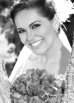 Srita. Angélica Torres Padilla captada el día de su enlace nupcial con el Sr. Sergio Vargas Araluce.  <p> <i>Estudio Morán</i>