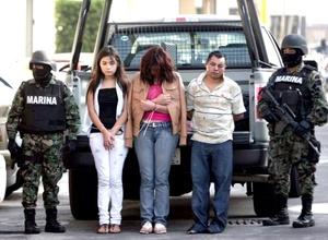 En el hangar de la Secretaría de Marina-Armada de México, Vergara Ibarra, director de Comunicación Social de la dependencia, confirmó la muerte de seis sicarios del grupo criminal y la detención de Catalina Castro López, de 44 años de edad, Gabriela Vega Pérez, de 18, y un hombre del que se desconoce su nombre.