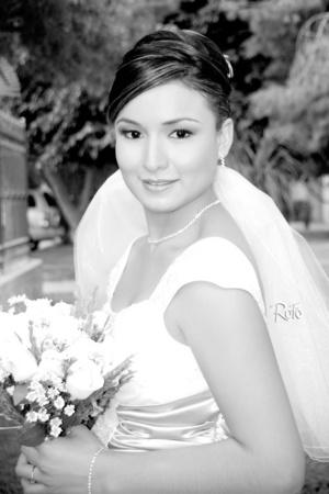 Elegante y hermosa lució la Srita. Flor Edén Fuentes Lara el día de su unión nupcial con su ahora esposo, Ing. Rosendo Aguirre Núñez. <p> <i>Rofo Fotografía</i>