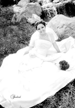 Muy hermosa lució la Srita. Judith Elizabeth Olvera Gutiérrez el día de su boda con el Sr. José Roberto Díaz Márquez. <p> <i>Sandoval Fotografía </i>