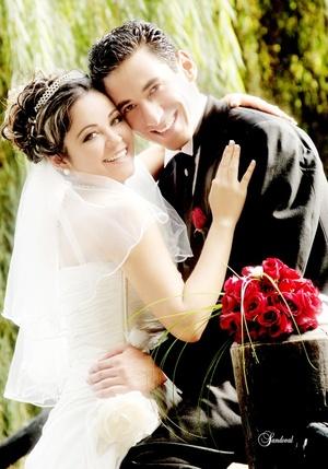Srita. Judith Elizabeth Olvera Gutiérrez y el Sr. José Roberto Díaz Márquez contrajeron matrimonio en el salón Quinta Real, el siete de noviembre de 2009, en punto de las 18:00 horas. <p> <i>Sandoval Fotografía</i>