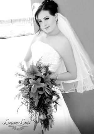 Srita. Nora Ceniceros Meza captada el día de su boda con el Sr. Jubal Ramírez González. <p> <i>Luciano Laris Foto y Diseño </i>