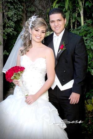 Contrajeron matrimonio en la iglesia Pacto de Gracia, Srita. Rosa Alicia Quiroga Magallanes y Sr. Óscar Iván Romero Medina, el 31 de octubre de 2009, a las 18:00 horas.  <p> <i>Studio Sosa</i>