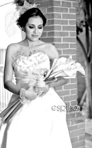 Radiante lució la Lic. Samanta Ruiz López el día de su unión nupcial con el Ing. Jorge Armando Nava Leija. <p> <i>Miguel Espino Fotografía </i>