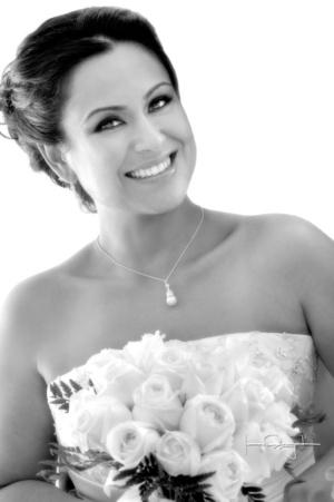 Muy contenta lució la Srita. Verónica Méndez Rangel el día de su boda con el Sr. Ángel Alberto Ayala Mireles. <p> <i>Estudio Laura Grageda</i>