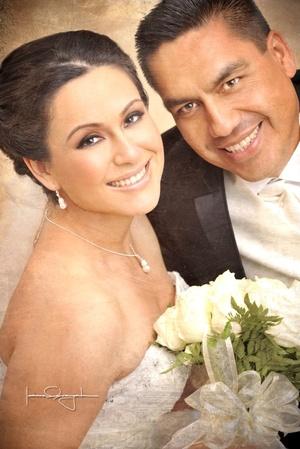 Unieron sus vidas en matrimonio, Srita. Verónica Méndez Rangel y Sr. Ángel Alberto Ayala Mireles.  <p> <i>Estudio Laura Grageda</i>