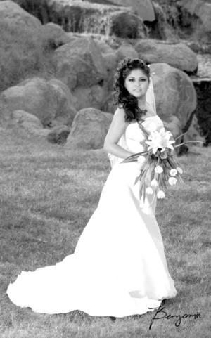 Ing. Yury Rocío Rivera Rodríguez el día de su boda con el Ing. Luis Eduardo Campos Ruiz. <p> <i>Benjamín Fotografía</i>