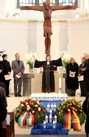 Centenares de familiares y ciudadanos recordaron, en un oficio religioso celebrado den Düsseldorf (oeste de Alemania) a los 539 alemanes muertos en el tsunami que el 26 de diciembre de 2004 afectó las costas del océano índico.