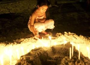 Miles de personas en Asia conmemoraron el quinto aniversario del tsunami que mató a más de 226 mil personas, luego de que la madrugada del 26 de diciembre de 2004 olas gigantes azotaron las costas de 11 países del Océano Indico.